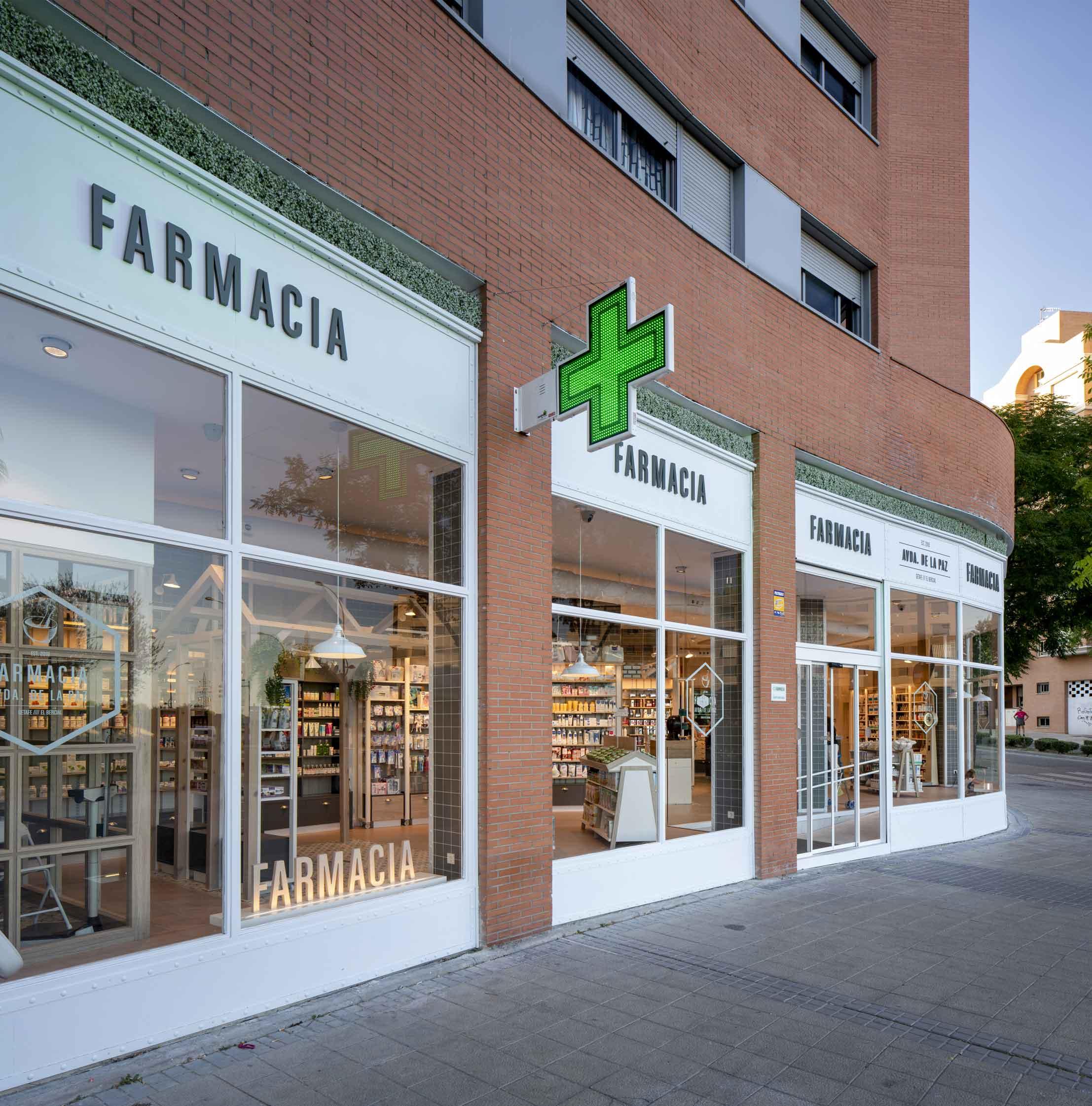 FARMACIA-AV.-DE-LA-PAZ_01