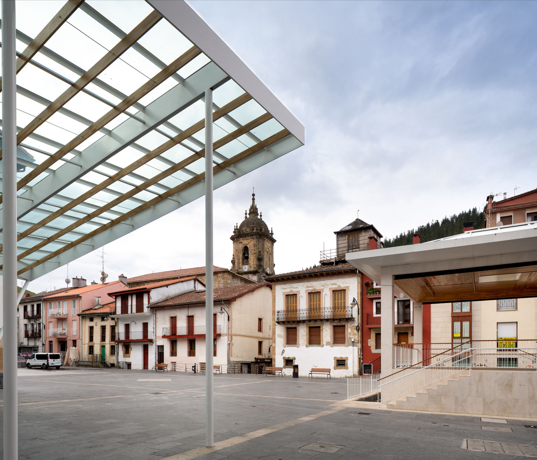 Cubierta de Plaza en Ermua - Imagen de Biderbost Photo